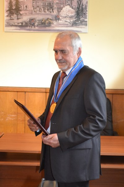 Professor Krassimir Danov (Corr. Member of BAS) has been awarded the Honorary Blue Ribbon Insignia of Sofia University 'St.Clement Okhridsky'